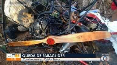 Casal morre após cair de parapente em Caldas Novas - As vítimas foram encontradas na manhã desta quarta-feira (14), em uma mata às margens da GO-309.