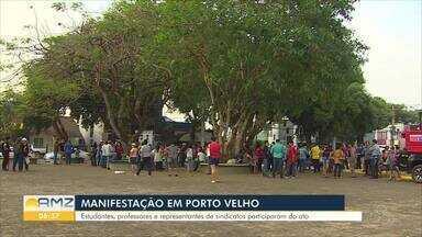 Manifestantes se reuniram em praça de Porto Velho para protestar contra cortes na educação - Ato aconteceu na Praça das Três Caixas D'água