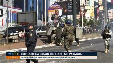Acordo bilateral da Itaipu causou crise política no Paraguai - Manifestantes e policiais entraram em confronto hoje (14) na fronteira com o Brasil.