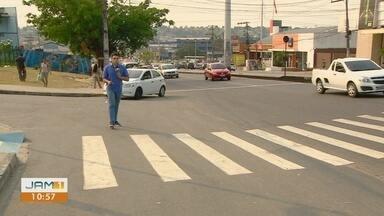 Dupla é imobilizada e agredida após assaltos, em Manaus - Eles foram seguidos por uma pessoa de carro.