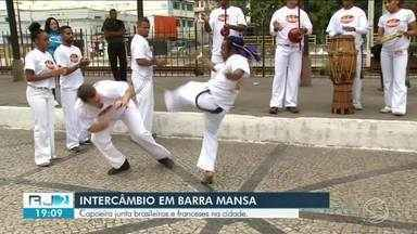 Brasileiros e franceses se unem em encontro de capoeira em Barra Mansa - Evento oferece momentos de aprendizados e troca de experiências.