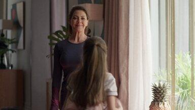 Nana percebe a distância que há com sua filha - Sofia diz que quer ler com Paloma e Alberto