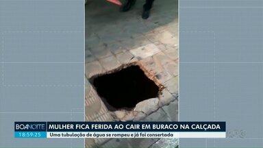 Mulher fica ferida ao cair em buraco na calçada, em Marialva - Uma tubulação de água se rompeu e já foi consertada