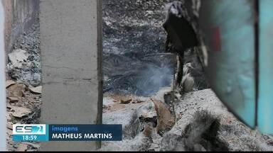 Fogo destroi ônibus que estavam em garagem e Marataízes, ES - Ainda não se sabe o que provocou o incêndio.