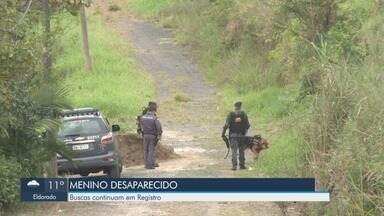 Buscas a garoto de oito anos desaparecido há três dias continuam em Registro, SP - Nesta quarta-feira (14), mãe de Gabriel Lopes Coutinho reconheceu como sendo dele um chinelo achado na mata.