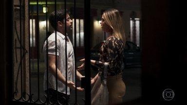 Abel tem uma desconfiança sobre Britney - Rock sugere que a irmã converse com o rapaz