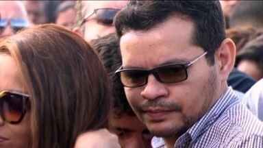 No Rio, polícia indicia dois filhos de deputada por morte de pastor - Lucas e Flávio dos Santos vão responder por homicídio qualificado do pai. No quarto de Flávio, a polícia encontrou a arma do crime.