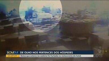 Bandidos se passam por hóspedes para roubar clientes de hotéis - Bolsa de hóspede que estava na cadeira foi furtada no restaurante do hotel.