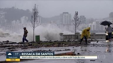 Ressaca em Santos - Maré subiu ontem, invadiu a rua da praia e deve subir hoje de novo.