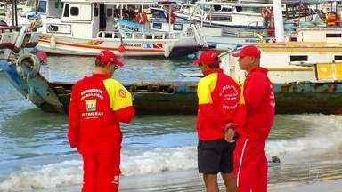 Corpo é encontrado na Enseada do Cherne, em Arraial do Cabo, no RJ - Assista a seguir.