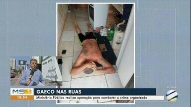 Gaeco e PM fazem operação contra facção criminosa que age dentro e fora de presídios - Em MS são 15 mandados de prisão