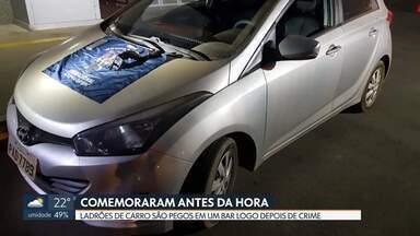 Criminosos são presos comemorando roubo de carro - Segundo a Polícia Militar, eles renderam uma mulher que chegava a 704 Norte e foram para Planaltina beber, onde foram presos em flagrante.