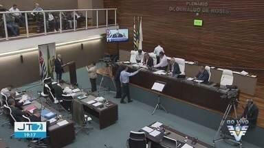 Audiência na Câmara de Santos discute infestação de pombos na cidade - Assunto veio à tona após morte de duas pessoas na cidade após doença causa por fungo nas fezes da ave.