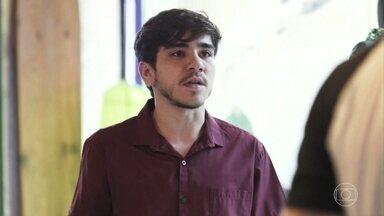 Tadeu interpela Filipe e Rita - Rita diz a Filipe que nunca deveria ter acreditado no rapaz. Tadeu aparece e vê os dois discutindo