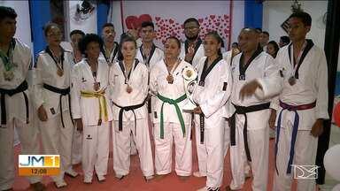 Turma do taekwondo projeta novos títulos para 2019 - Turma que se destacou no primeiro semestre numa copa regional em Belém projeta novos títulos para 2019. Dois mestres orientam tudo colhendo resultados também dentro de casa.