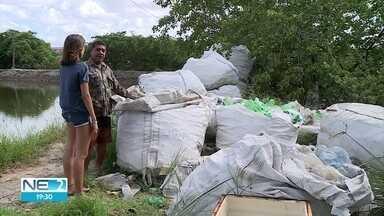 Moradores da Ilha de Deus trocam pesca pela reciclagem - Rio servia como fonte de renda, mas lixo mudou realidade da comunidade.