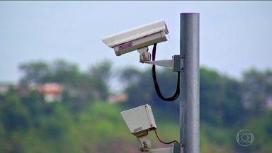 Sistema de vigilância integrado ajuda polícia a capturar bandidos em rodovias paulistas - Cidades do interior de São Paulo montaram um sistema de segurança inédito no país. A chamada muralha eletrônica tem como base a troca de informações.