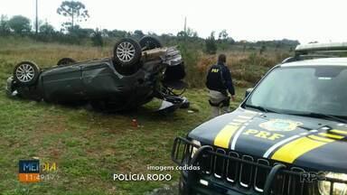 Motorista fica ferido depois de capotar carro em Ponta Grossa - Acidente foi na tarde deste domingo (18); homem relatou que dormiu ao volante.