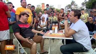"""Caldinho do GE: no """"Maracanã da Várzea"""", torcida de Sport, Náutico e Santa faz a festa - No bairro da torre, a resenha mais animada do futebol pernambucano reúne todas as tribos do futebol"""