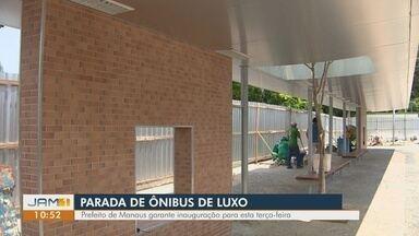 Parada de ônibus em Manaus viraliza nas redes sociais por valor de obra - Construção custará R$ 207 mil. Prefeitura afirma que parada trata-se de 'estação' de ônibus.
