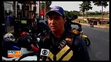 Cresce o número de motos circulando nas ruas de Araxá - Coordenador geral do Departamento Estadual de Trânsito em Minas Gerais (Detran-MG),Giovanni Garcia, orienta os futuros pilotos e fala sobre segurança para aqueles que já utilizam o meio de transporte.