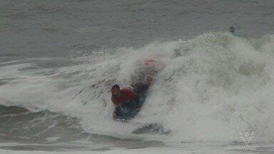 Valdomiro Mirinho, de Mongaguá, vence no bodyboard em competição na Praia de Paúba - O atleta que é heptacampeão paulista encarou ondas de mais de 2,5m foi campeão no Paúba Super Tubos.