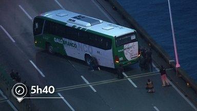 Veja os detalhes do sequestro na Ponte Rio-Niterói nesta terça (20) - O crime durou cerca de 4 horas e o sequestrador foi morto com um tiro de um sniper. Tinham 39 reféns dentro do ônibus.