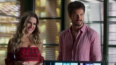 Alberto revela que Paloma o convenceu a publicar o livro de Silvana - Marcos fica sem graça por causa do comportamento de sua noiva