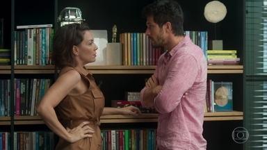 Nana acha melhor Marcos contar sobre seu caso com Paloma - Marcos fica desconcertado após Nana ter espalhado a fofoca