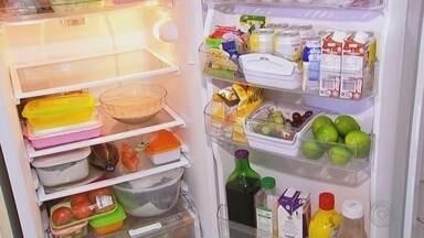 Pesquisa mostra que milhares se bactérias de alojam em geladeiras - Uma pesquisa apontou que milhares de bactérias de alojam dentro das geladeiras, por isso, a importância de manter sempre limpa.