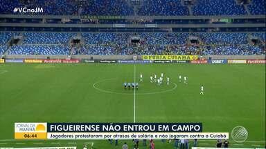 Salário atrasado: jogadores do Figueirense se recusam a entrar em campo - Clube está atraso no pagamento há meses.