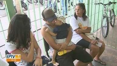 Pacientes enfrentam filas para se vacinar contra sarampo em Ribeirão Preto, SP - Secretaria Municipal da Saúde confirmou quatro novos casos da doença.