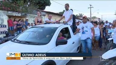 Corpo da mulher encontrada morta dentro de casa é enterrado em Bom Jardim - Com esse caso, aumentou para 34 o número de feminicídios no Maranhão.