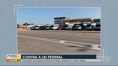 Motoristas de transporte alternativo fazem protesto em várias cidades de Pernambuco - Trabalhadores protestam contra a modificação de artigos do código de trânsito brasileiro, que aumenta a punição para os transportes alternativos.