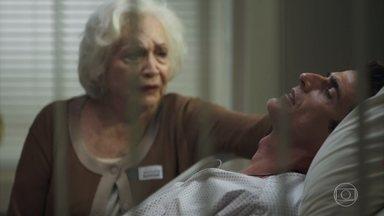 Régis pede para falar com Maria da Paz - Gladys tenta acalmar o filho