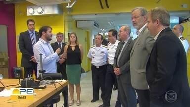 Ministro da Defesa diz que Pernambuco ampliará empresas que oferecem tecnologia ao governo - General Fernando Azevedo e Silva foi ao Porto Digital, acompanhado do secretário nacional de Segurança Pública, General Guilherme Theófilo.