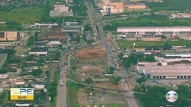 Em obras, BR-101 tem engrarrafamento em Jaboatão dos Guararapes - Alternativa é seguir pela Estrada de Cucurana, para evitar congestionamento.