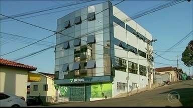 Em MG, polícia procura quadrilha que sequestrou um gerente de banco e a mãe dele - O sequestro começou no interior do estado e só terminou em Belo Horizonte. Na fuga, os bandidos percorreram mais de 400 quilômetros com a refém. A polícia de Minas procura a quadrilha.