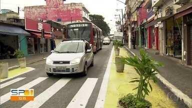 Pedestres ganham prioridade e espaço que antes era dos carros na Zona Leste - No sábado (24) completa uma semana desde que a subprefeitura da Penha fez uma reformulação no entorno da Estação Artur Alvim, na Zona Leste da Capital.