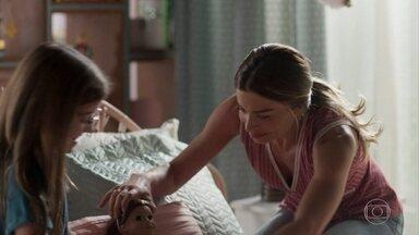 Paloma brinca com Sofia - Sofia revela que sua mãe não deixa brincar com bonecas