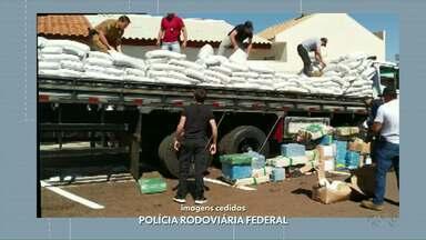 Duas toneladas de maconha foram apreendidas em Matelândia - Maconha e cocaína estavam escondidas no meio das sacas de grão-de-bico.
