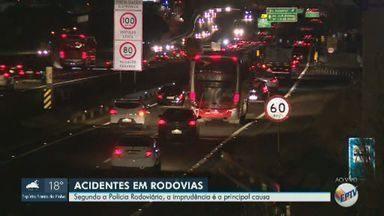 Imprudência provoca aumento de acidentes no sistema Anhanguera-Bandeirantes, em Campinas - Informação é da Polícia Rodoviária. Três ocorrências foram registradas no trecho na última quinta-feira (23), sendo um engavetamento com dois mortos carbonizados.