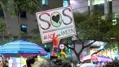 No Brasil, manifestantes saem às ruas em apoio à Amazônia - No Rio, Cinelândia ficou lotada. Em São Paulo, manifestantes se reuniram em frente ao Masp e fecharam um trecho da Avenida Paulista.