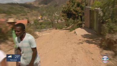 MG Móvel acompanha reivindicação dos moradores de Taquaraçu de Minas - É a quarta vez que os moradores pedem pavimentação e iluminação para a rua 1, no bairro Engenho