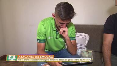 Joia do América-MG, Flávio relembra gol e se emociona ao receber mensagens da família - Joia do América-MG, Flávio relembra gol e se emociona ao receber mensagens da família