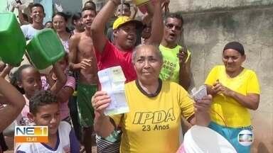 Moradores do Alto do Sol Nascente, em Olinda, estão sem água nas torneiras há dois meses - Companhia Pernambucana de Saneamento diz que obras de remanejamento de tubulação no local têm previsão de terminar em 15 dias.