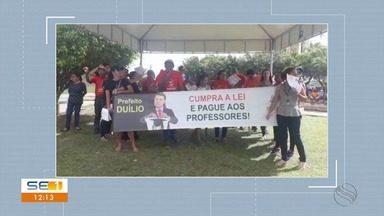 Professores da rede municipal de Salgado fazem ato contra atraso salarial - Professores da rede municipal de Salgado fazem ato contra atraso salarial.