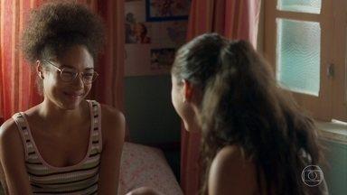 Gabriela pede para Alice fazer as pazes com Ramon - Gabriela e Alice se divertem juntas