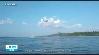 Aeronave da Marinha despeja cerca de 8 mil litros de água em foco de incêndio em Altamira - Segundo o Exército, o volume de água foi jogado em quatro lançamentos.