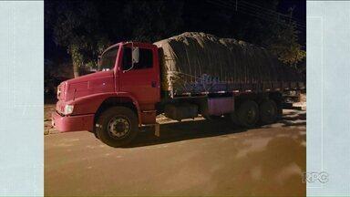 Contrabandista de cigarro é preso em flagrante na PR-323 - Caminhão estava carregado com 15 mil maços de cigarros.